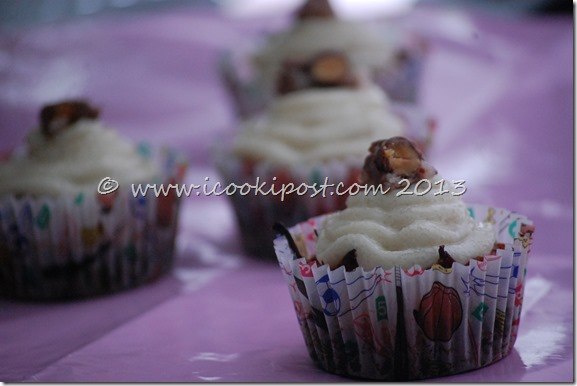 Chocolate Almond joy cupcakes (3)
