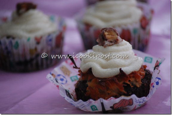 Chocolate Almond joy cupcakes (4)