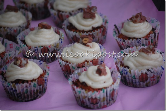 Chocolate Almond joy cupcakes (6)